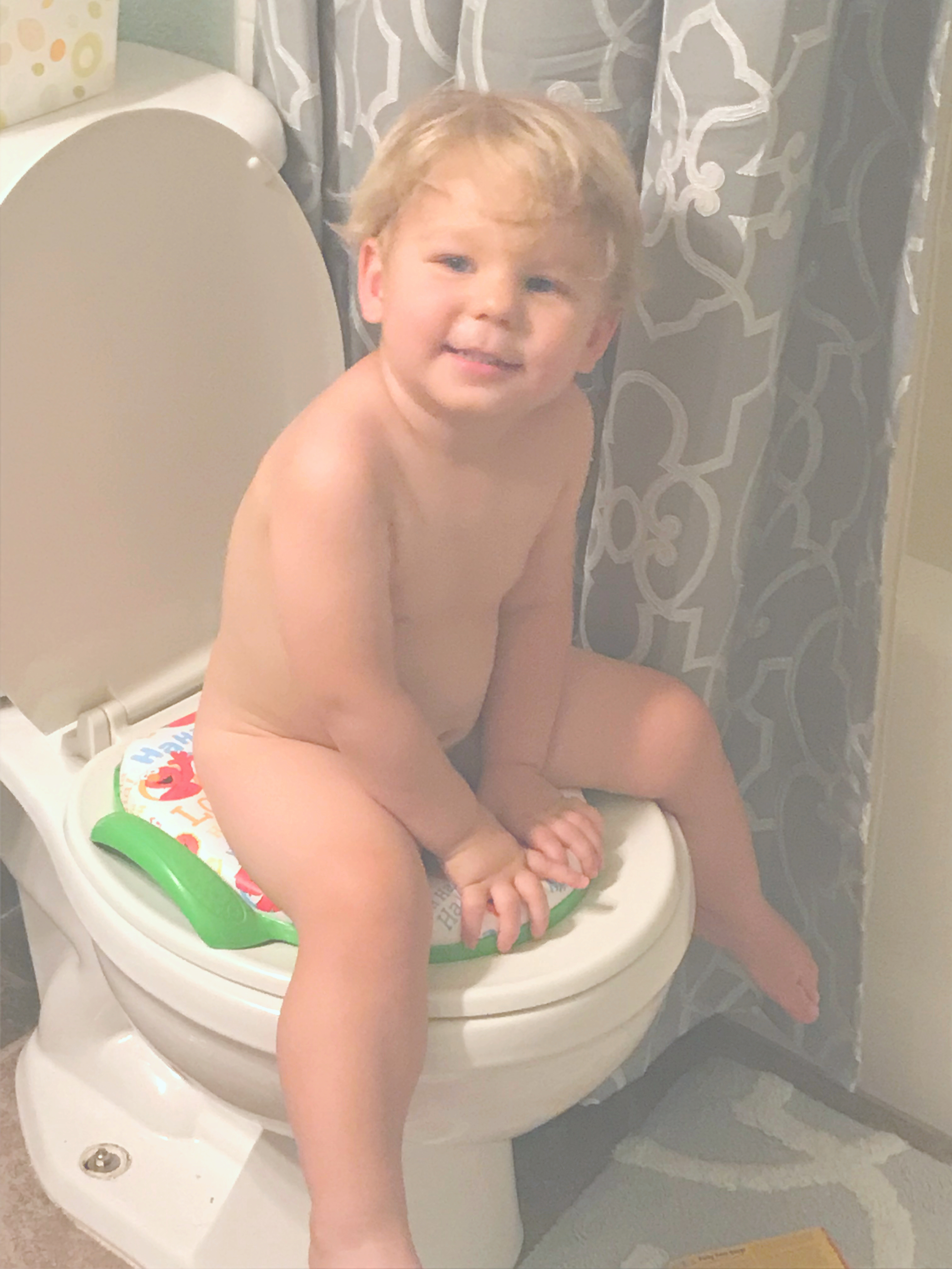 Ready to get rid of diapers? Ready to free yourself from the inconvenience of needing a diaper bag everywhere you go? Potty training your toddler now with these potty training tips and tricks for boys and girls. You can potty train your toddler now if you stick to this method!